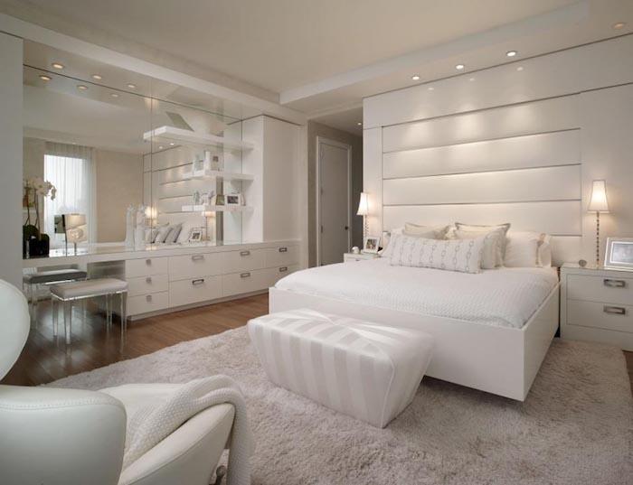 zimmer gestalten ganz einfach in weiß weiße zimmereinrichtung und deko möbel in glänzend weiß und tolle beleuchtung