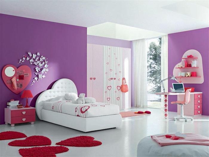 zimmer gestalten weißes zimmer mit zwei wänden in violett und pinke dekorationen herzförmige wanddeko bett design