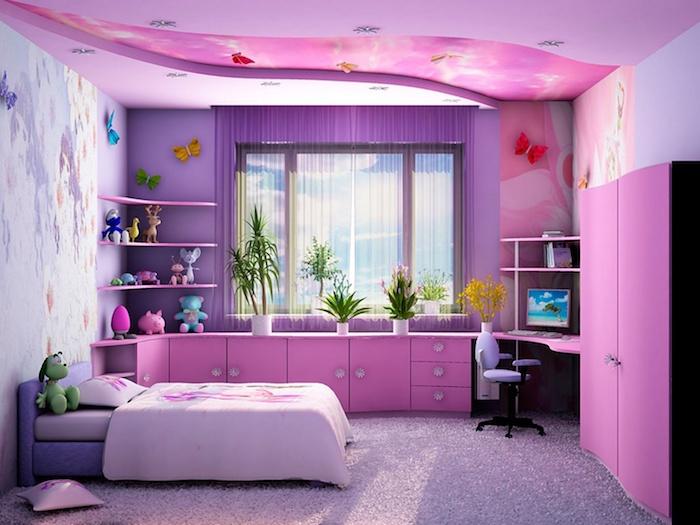 jugendzimmer set in lila und rosa bett und viele schränke kleiderschrank schubladen schreibtisch alles pink für ein mädchen