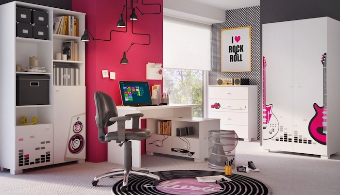 jugendzimmer set ideen rot oder himbeerenrosa farbgestaltung krasse akzente bei einem schwarz weißen zimmerdesign ideen schreibtisch