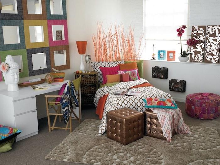 jugendzimmer set für kleines zimmer einrichten spiegel design kreative idee für die wand über dem schreibtisch frische blume