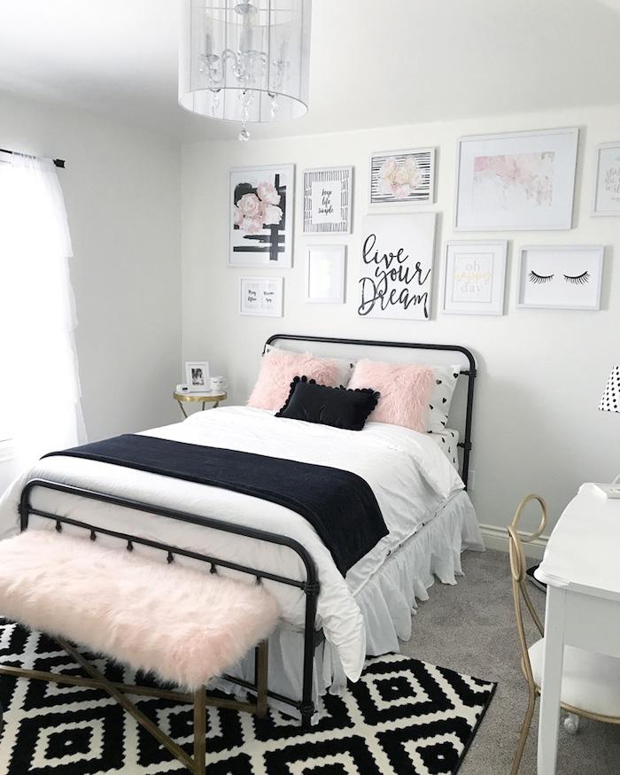 jugendzimmer set ideen in weiß schwarz und hellrosa bettdesign traumteppich auf dem boden in den farben schwarz und weiß mit muster wanddeko