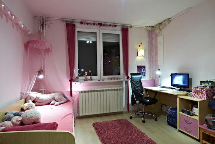 jugend zimmer ideen für die lieben mädchen zimmergestaltung in überwiegend rosa einhorn kuscheltier auf dem bett idee