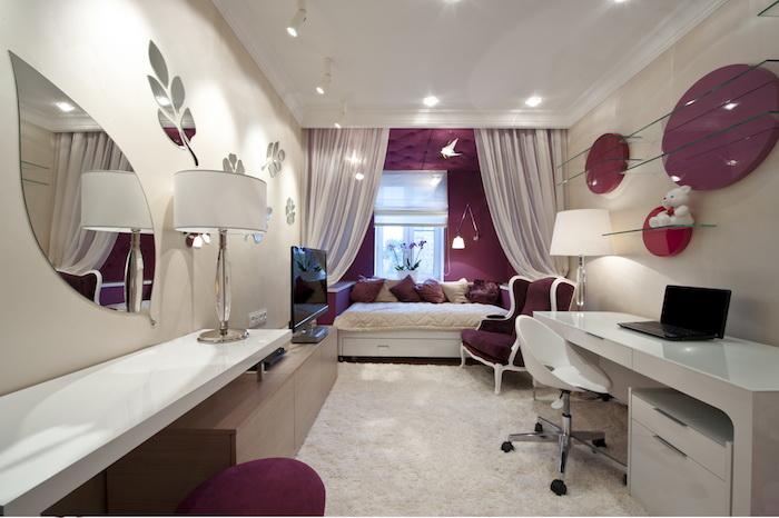 jugendzimmer ideen weiße wände mit kreativen spiegeln darauf bett im zimmer unter dem fenster schöne vorhände lila und weiß deko ideen
