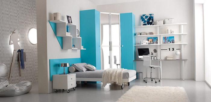 zimmer dekorieren glänzendes design in silberner farbe kombiniert mit weiß und himmelsblau grau mit glanz