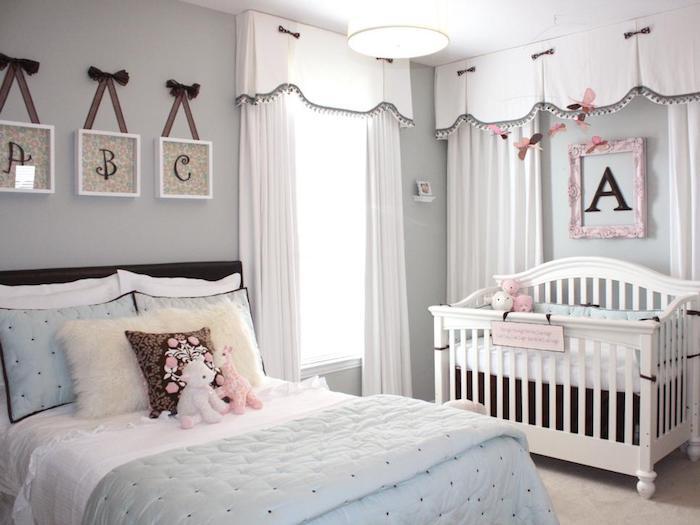 zimmer dekorieren a b c wanddeko bilder die buchstaben lernen schreiben und lesen das zimmer von einer teenagerin und ihrer kleinen schwesterchen baby a