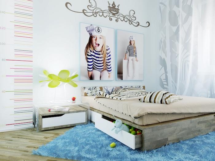jugendzimmer weiß und blau mädchenzimmer buntes design dezent und schön kleine model eigene fotos hängen an der wand