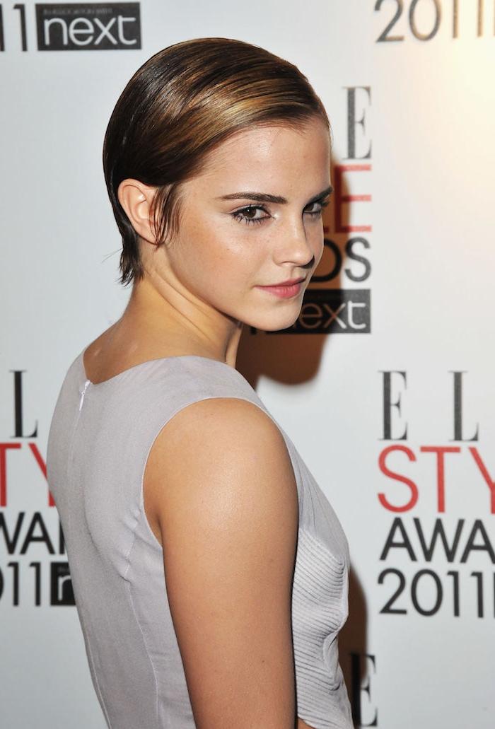 Emma Watson mit einem weißen Kleid, kurze Haare Frauen, eine schöne Kurzhaarfrisur