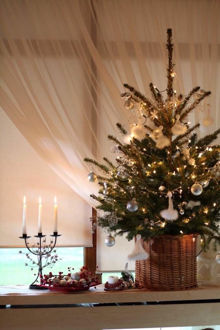 weihnachtsfensterbeleuchtung weihnachtsbaum kerze deko idee drei kerzen auf einem ständer
