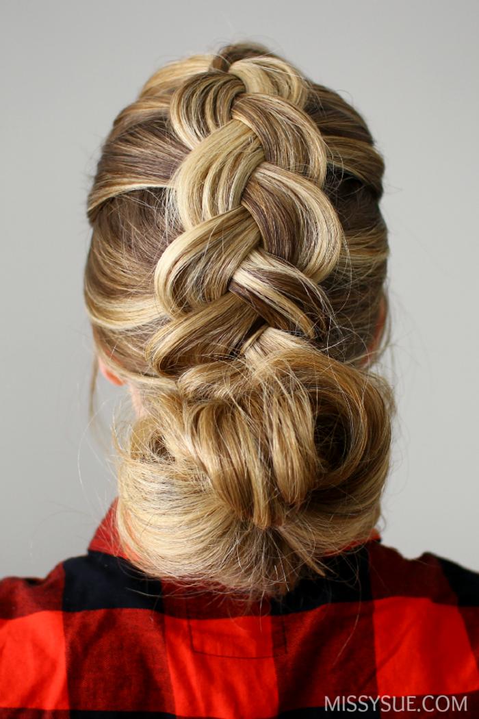 Schicke Flechtfrisur zum Nachstylen, passend für besondere Anlässe, Dutt und dicker Zopf, dunkelblonde Haare