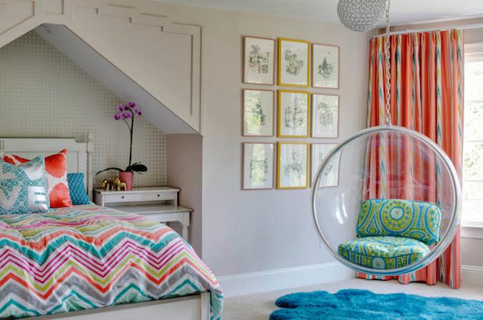 jugendzimmer weiß als hauptfarbe und vielen bunten akzenten designer ideen zum inspirieren hängestuhl mit bunten kissen