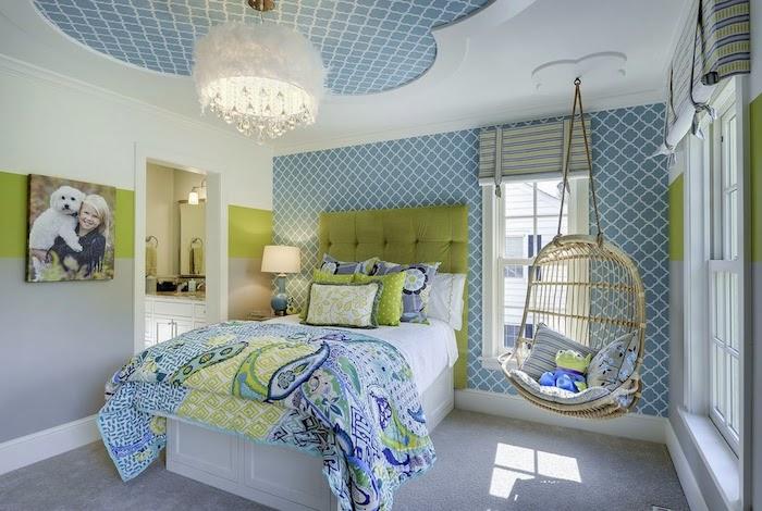 jugendzimmer weiß blau und grün mit minimalistischenmotiven dessin muster ideen hängestuhl im zimmer der traum jedes teenagers
