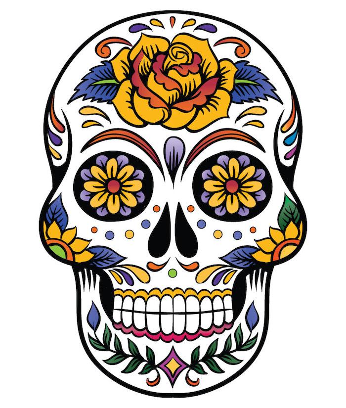 tatenkopf mit rosen tattoo - ein weißer totenkopf mit einer gelben rose und violetten und gelben blumen - ein mexikanischer totenkopf tattoo