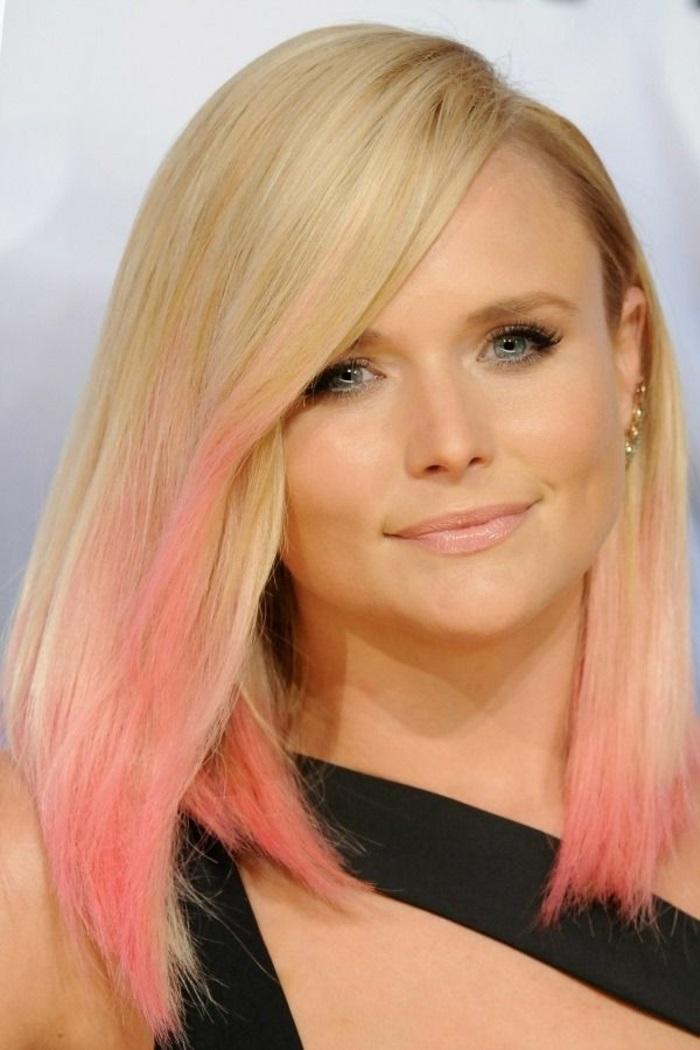 pastell rosa, mittellange blonde haare mit pastellrosa haarspitzen, trendige frisuren