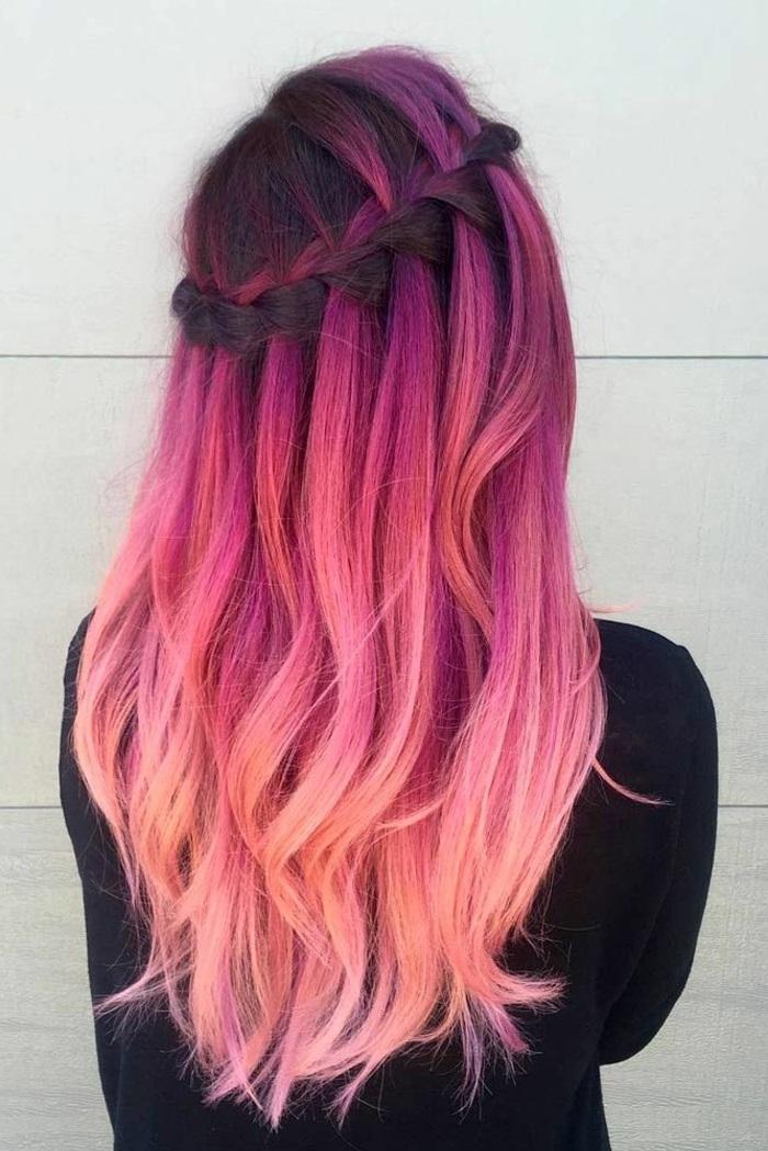 pastell rosa, alltagsfrsiur mit großem zopf, frau mit flechtfrisur, ombre rosa