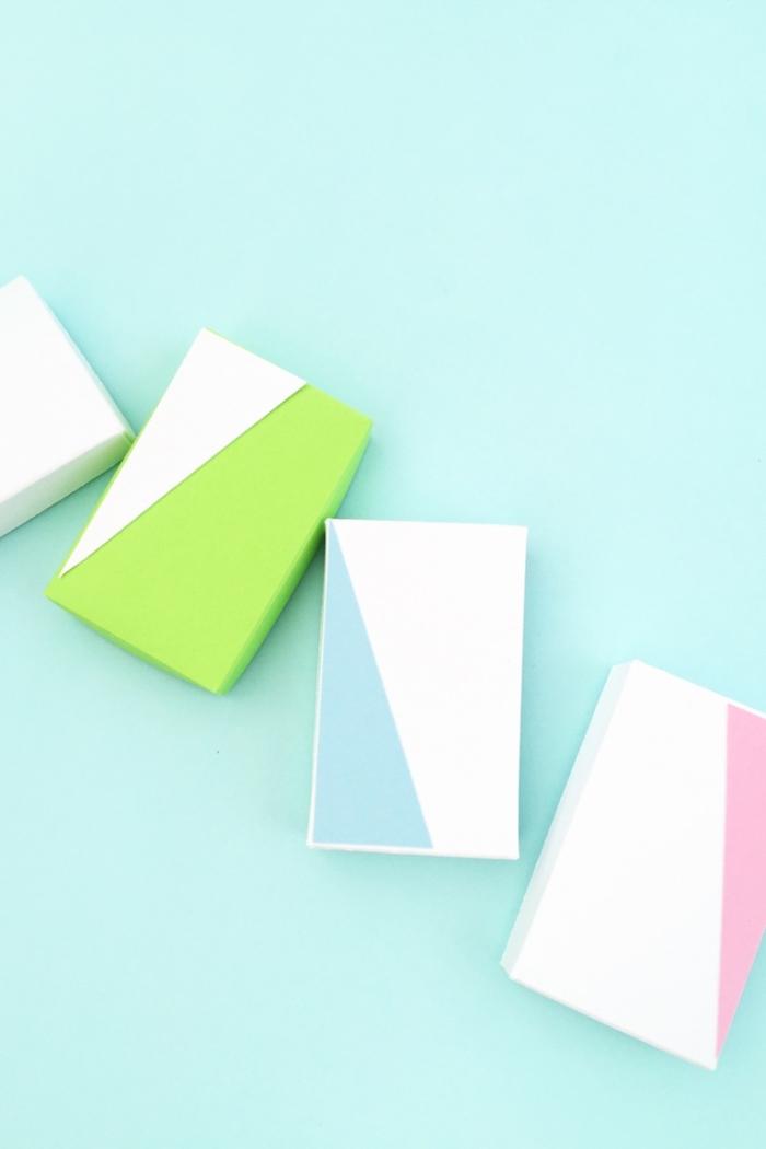 Schachteln basteln - rechteckige Schachteln in zwei Farben mit geometrischen Figuren versehen