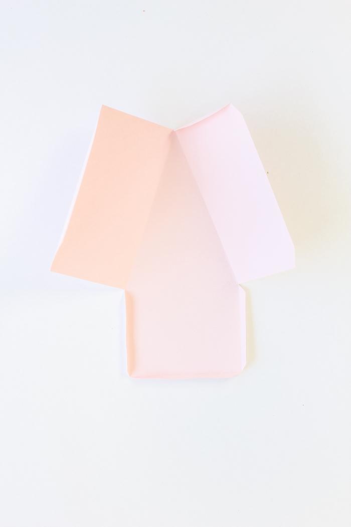 Schachteln falten - rosa Papier, eine Vorlage zum Falten für eine Torte Schachtel