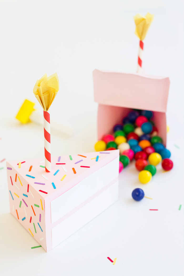 kleine Schachtel voller Süßigkeiten und Bonbons - Schachteln falten