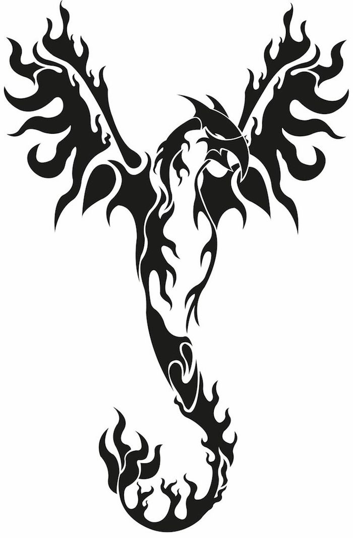 eine tätowierung mit einem großen schwarzen fliegenden phönix mit schwarzen flügeln mit schwarzen federn - phönix aus der asche tattoo, Feuervogel Tattoo