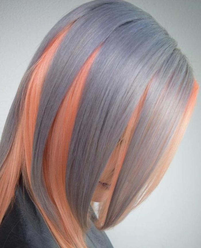 Pfirsich-Haare in Kombination mit dicken grauen Strähnen, Haare grau färben, helle Haare mit Pfirsich-Schattierung