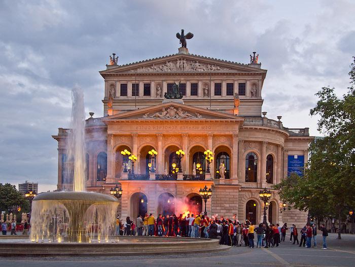 reiseziele die einen faszinieren frankfurt am main europas finanzzentrum steckt auch kultur und geschichte in sich die alte oper gebäude
