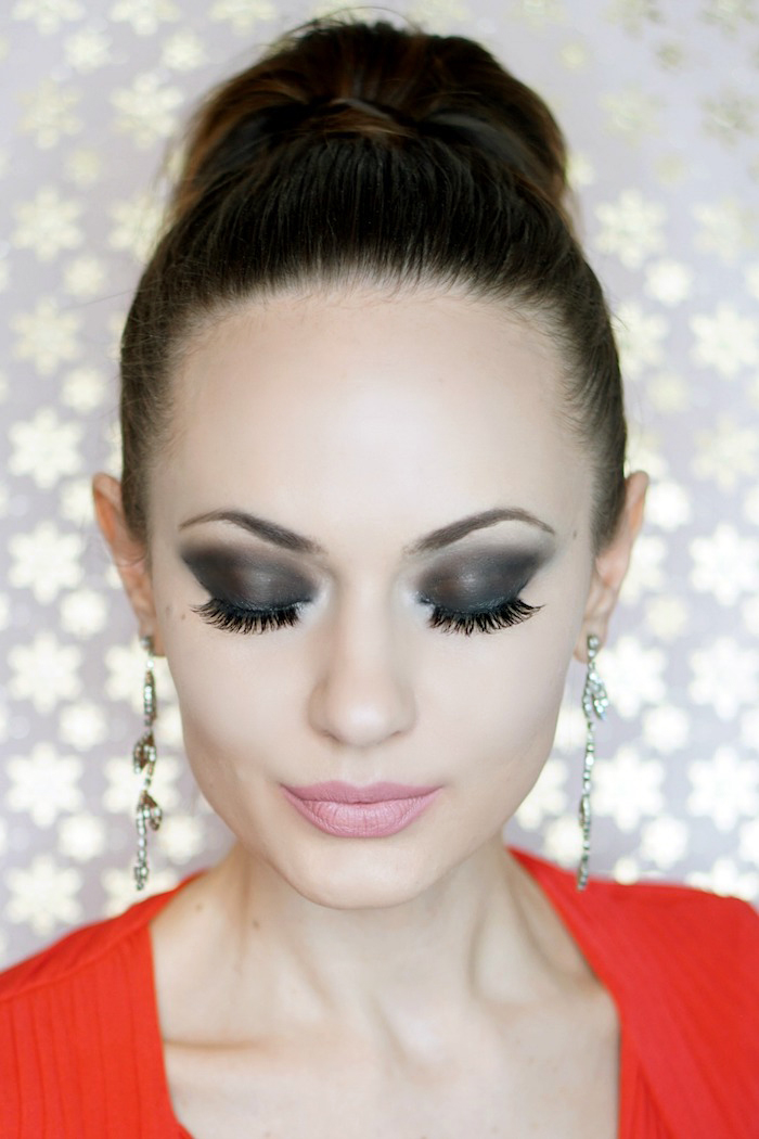 richtig schminken, hochgesteckte haare, abend make-up in schwarz