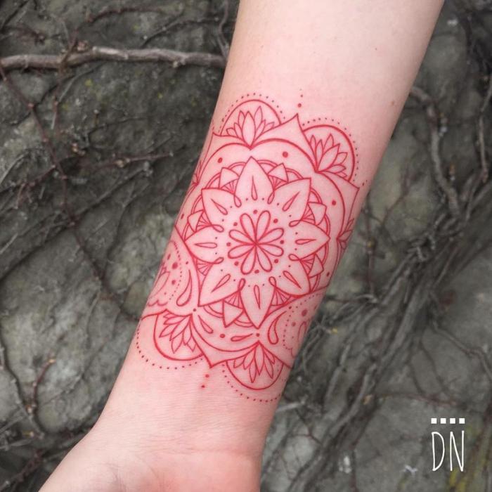originelle Idee für Tätowierung in einer Farbe, Tätowierung in roter Farbe mit vielen Punkten, mit Tropfen- und Lotusmotiven