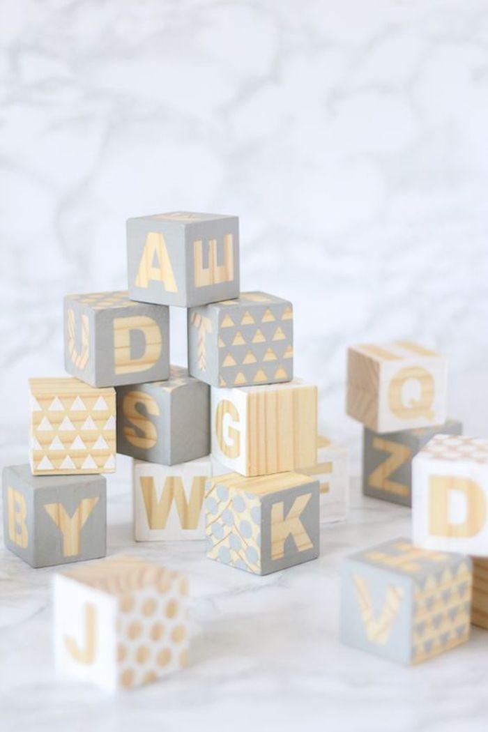 Schachtelvorlage - kleine Schachtel mit Buchstaben und geometrische Motiven