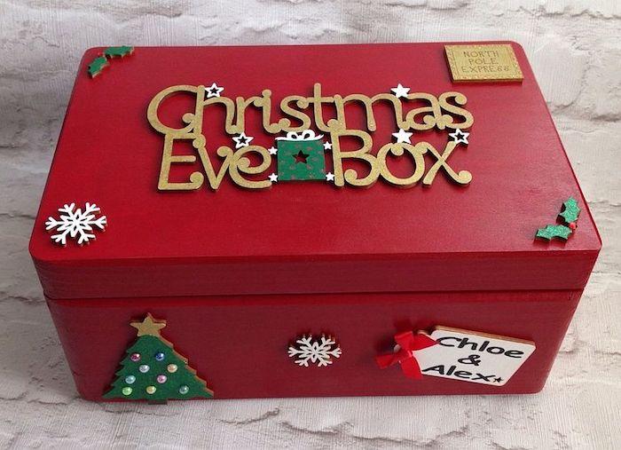 eine Schachtel in roter Farbe mit Geschenken zu Heiligen Abend - Schachtelvorlage