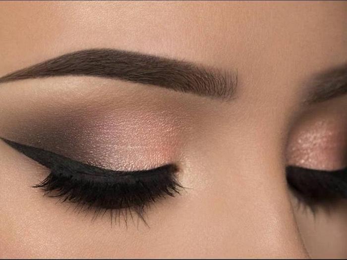 schmink tipps, augenbrauen betonen, schwarzer lidstrich, make-up in rose-gold