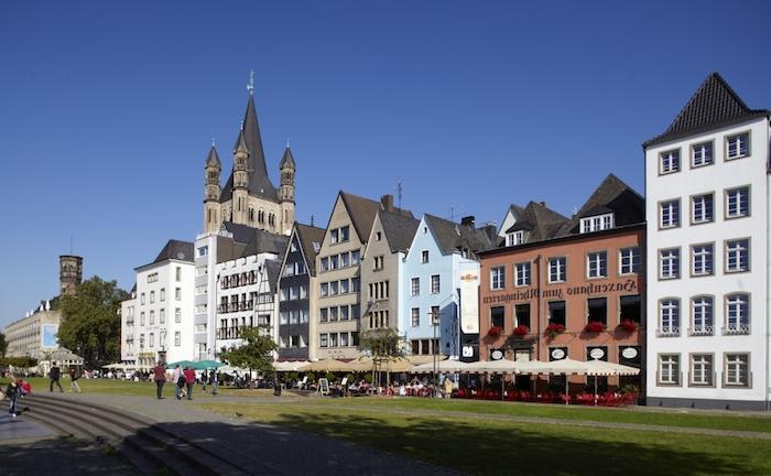 beste urlaubsziele urlaub in deutschland machen köln ist eine der besten städte dafür bunte häuser blau orange schöne ideen