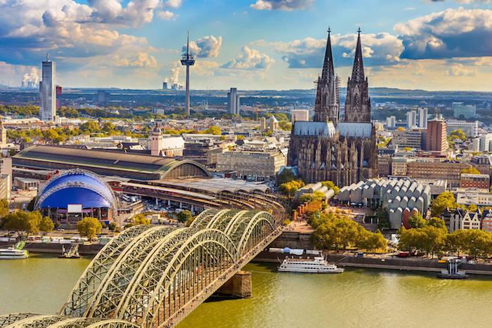beste urlaubsziele zum besuchen in deutschland ideen brücke der kölner dom mittelalter wolkenkratzer gebäude faszinierend
