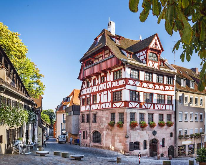 die schönsten urlaubsziele deutschlands nürnberg bayern und ihre architektur rosa haus frisches flair in der stadt