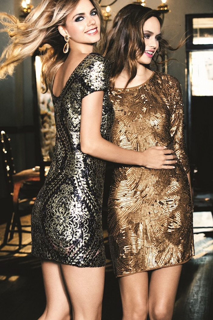 outfit weihnachten glänzende kleider ideen golden und silbern minikleider rock freundinnen