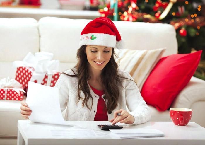 spartipps für weihnachten, budget vosichtig planen, geld sparen, weihnachtsgeschenke kaufen