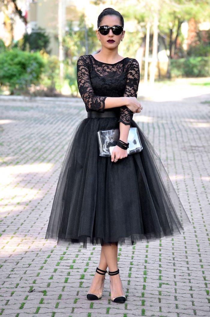 ballett trikot idee für einen drama look in schwarz spitze bluse glänzende tasche sandalen schwarz