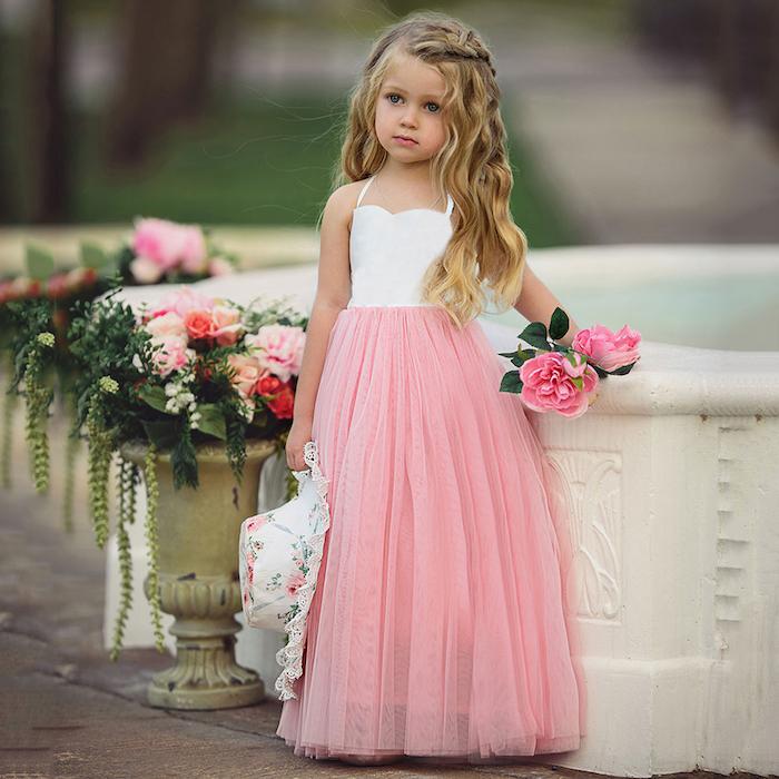 tutu kaufen und tragen kinder model mädchen blond rosa blumen pflanzen vase motive