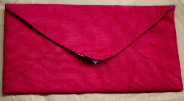 Briefumschlag basteln - ein roter Briefumschlag für große Briefe, Briefumschlag aus Stoff