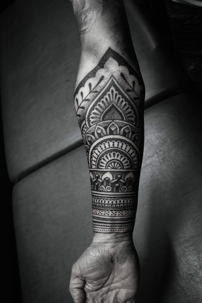 Mandala tattoo symbolik und interpretation - Tattoo ideen arm ...