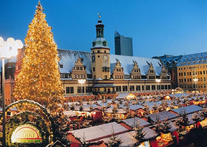 urlaubsziele europa leipzig dezember in deutschland weihnachtsmarkt glühwein weihnachtsbaum rathaus zentrum