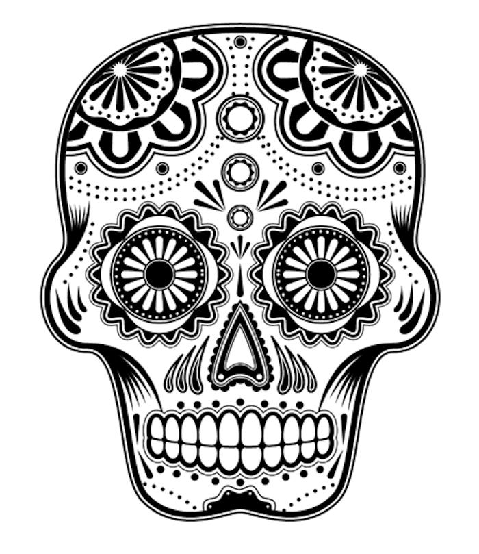 ein großer weißer totenkopf mit weißen zähnen und schwarzen augen und großen und kleinen blumen - mexikanischer totenkopf tattoo