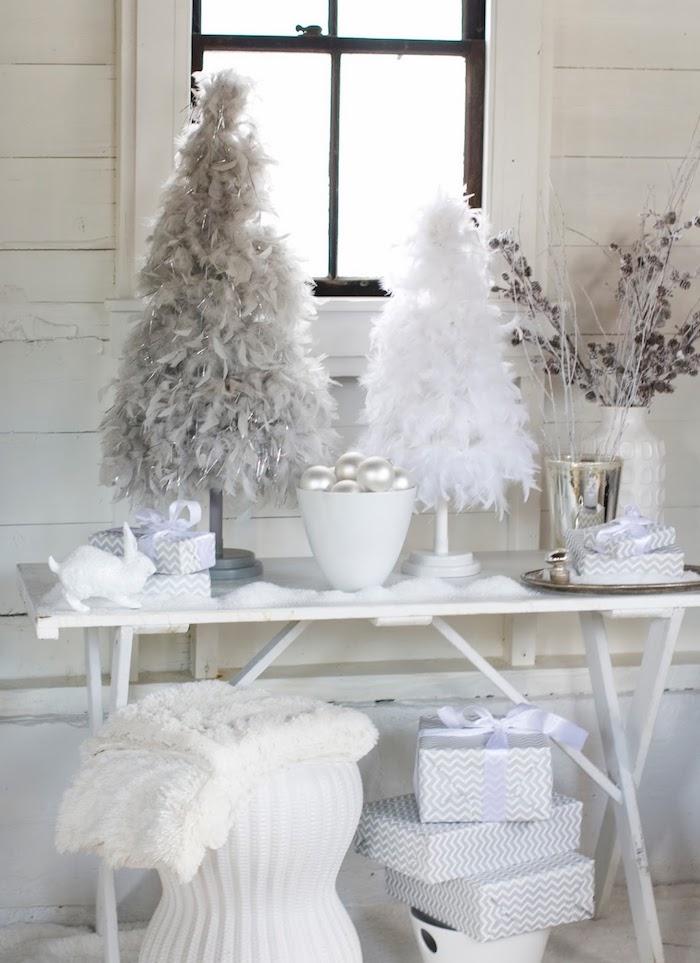 weihnachts fensterdeko weiße gestaltung des dekorationen am fenster tannenbäume von schnee bedeckt deko weiß