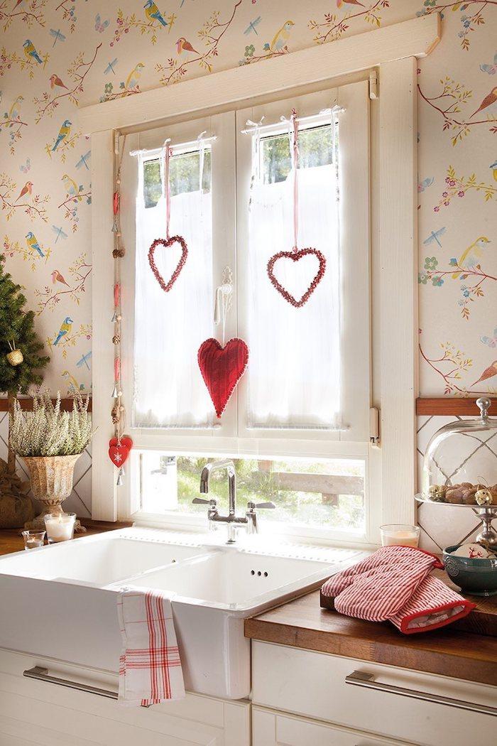 weihnachts fensterdeko herzchen dekorationen schöne küchendeko hängende weihnachtsformen