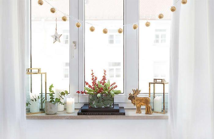fensterdeko weihnachten basteln weihnachtsdekoideen weiß golden grünund rot die farben von diesem fest