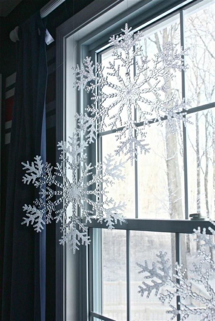 weihnachts fensterdeko ideen zum selbermachen schneefloclen wie wirklich an dem fenster hängen lassen