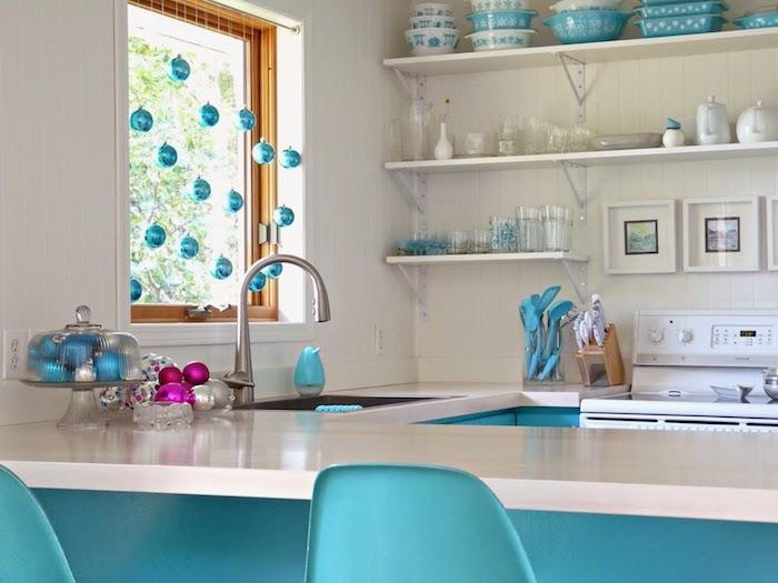 fensterdeko weihnachten basteln hausdesign in blau und weiß schöne küche küchendeko idee zyklame
