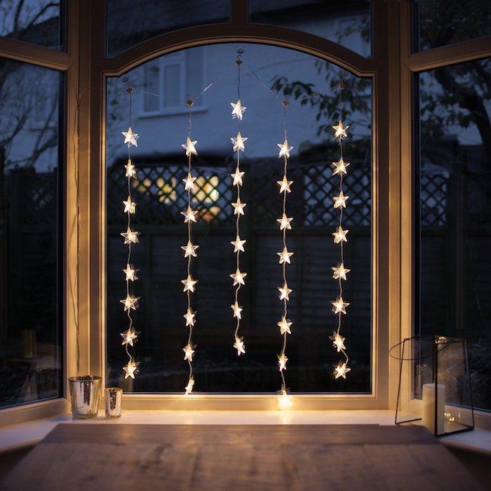 fensterdeko weihnachten basteln dekorationen hängende lichter am fenster schöne ideen