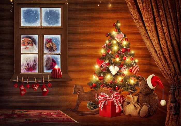 weihnachtsbeleuchtung fenster weihnachtsbaum deko idee herz deko kugel am baum der weihnachtsmann am fenster