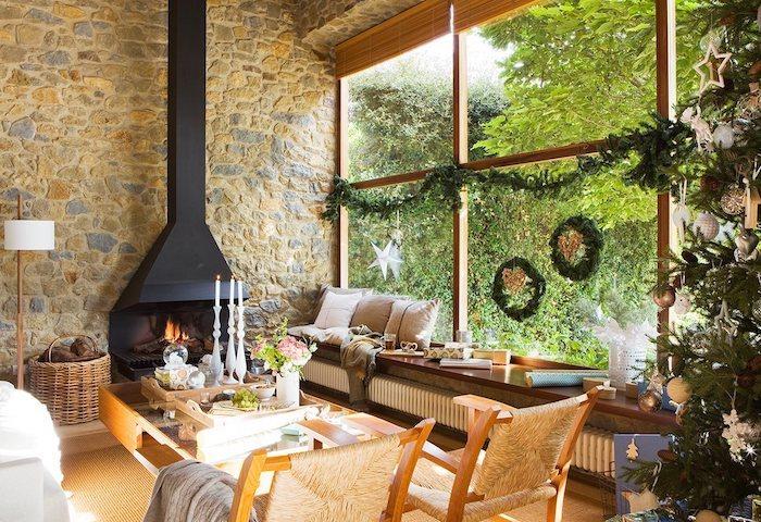 led fensterbilder weihnachten kamin kaminofen kranz am fenster stühle deko ideen kerze auf dem tisch