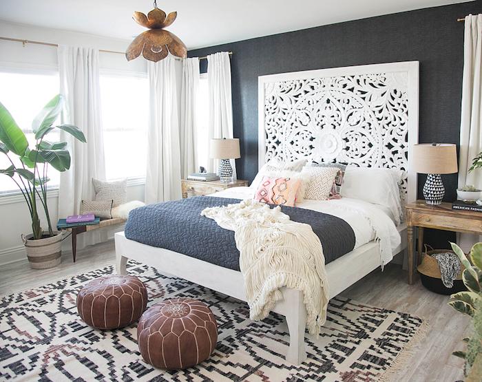 jugendzimmer möbel in orientalischer stil orientalische deko ideen bodenkissen aus leder pelzteppich flauschig robuste muster auf dem traumteppich bettdesign aus holz graviert arabesken hängende lampe grüne pflanze